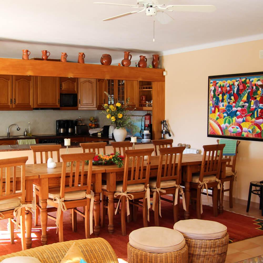 Voll ausgestattete Küche in der Sie Ihre Mahlzeiten zubereiten können