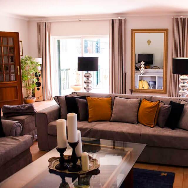 Familiäres Gästehaus in Sesimbra. Komfortables und ruhiges Wohnzimmer zum relaxen