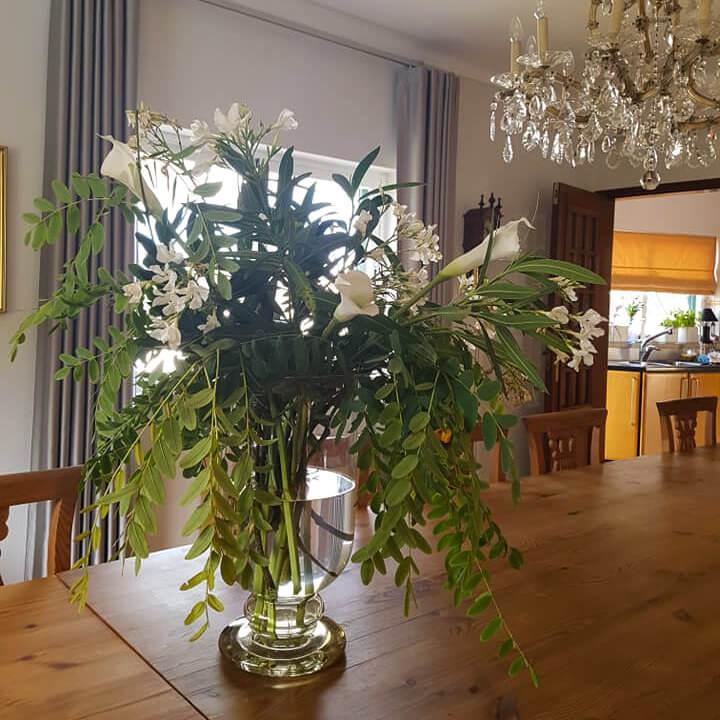 Blumenarrangements im Haus