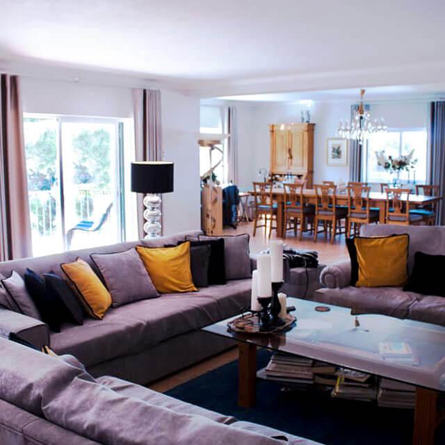 Familiäres Gästehaus in Sesimbra. Wohnzimmer zum Ausruhen