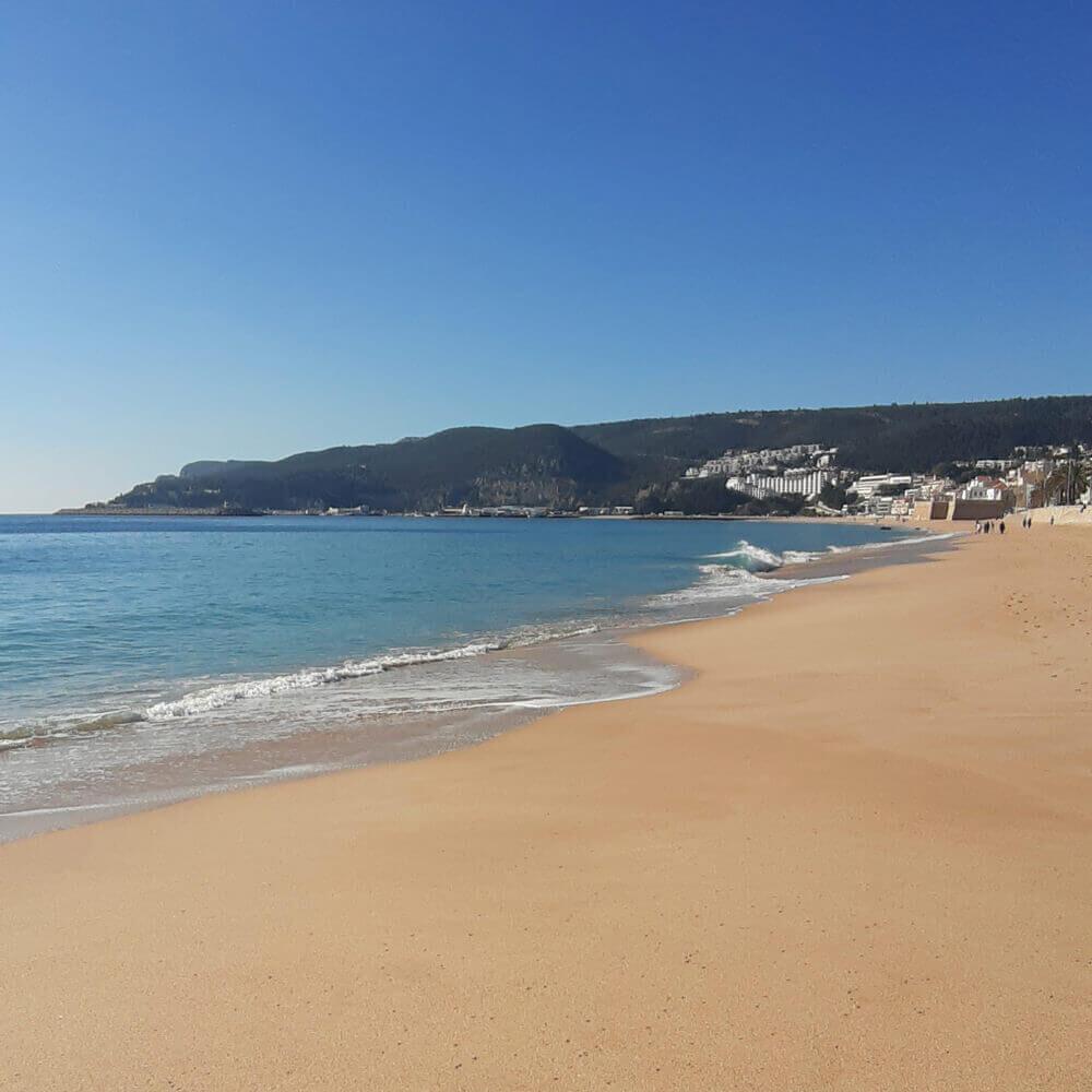 California Strand von Sesimbra Dorf