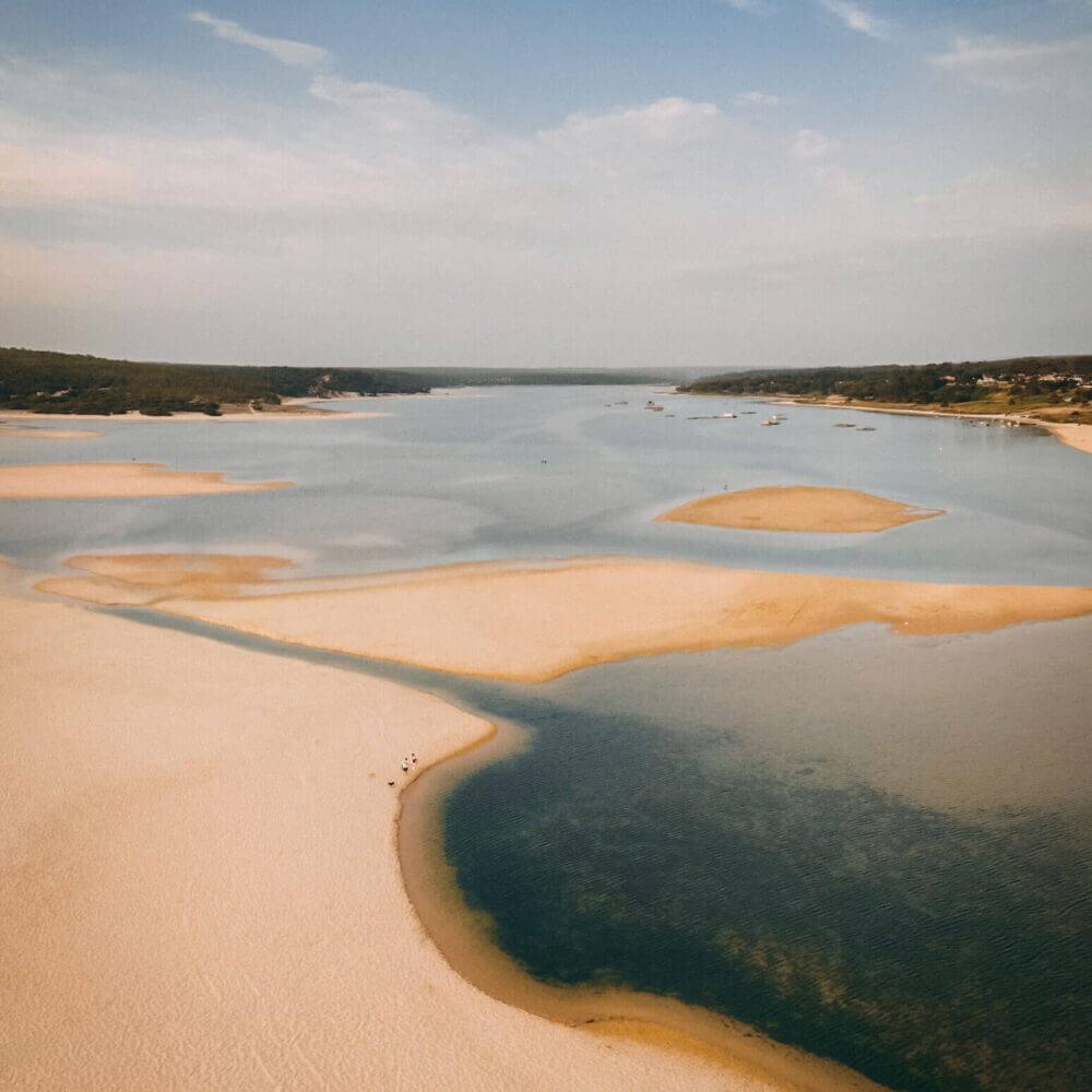 Luftaufnahme von der Laguna Albufeira in Sesimbra. Entdecken Sie Sesimbra